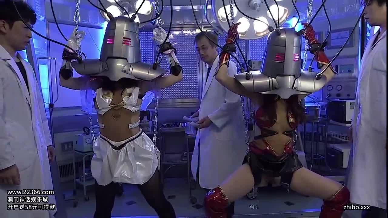 巨乳の美少女ヒロイン達が悪の組織に拘束され、吊し上げたままバイブでマンコをかき回す強制アクメ調教。