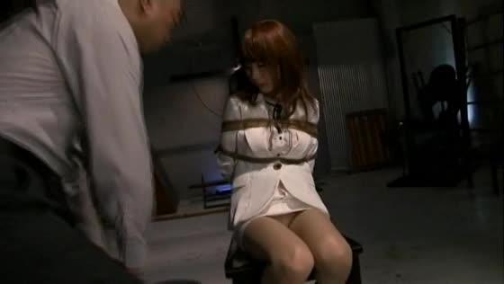 敵の罠に嵌り捕らえられた美咲結衣が後手縛り、鼻フックされた状態で恥辱の限り拷問プレイで悶え苦しむ